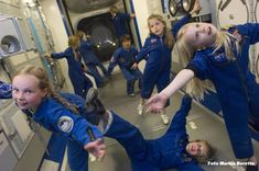 Waarom zweef ik in de ruimte? Hoe werken raketten en satellieten? Hoe slapen astronauten?Welke experimenten kan je in de ruimte doen? Reserveer een ruimteles!