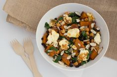 Roasted+pumpkin,+spinach+&+chickpea+salad+with+halloumi