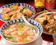 海老そばスペシャル1,200円、五目煮かけごはん800円、五目とエビの炒め1,550円など、ボリューム満点の本格中華を提供しています。