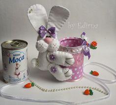 Felt Crafts, Easter Crafts, Diy And Crafts, Dog Carrier Bag, Baby Flower Crown, Bunny Plush, Decorated Jars, Felt Patterns, Basket Decoration