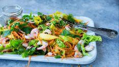 Reker kan serveres på mange måter, også i en frisk salat med gode smaker og syrlig dressing.     Skal du på tur, piknik eller på stranden kan salaten fint tas med i en plastboks i kjølebagen. Frisk, Lunch Recipes, Chili, Mango, Lime, Favorite Recipes, Chicken, Ethnic Recipes, Food