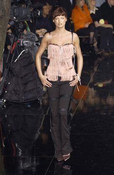 Dolce & Gabbana at Milan Fashion Week Fall 2003 - Runway Photos 00s Fashion, Milan Fashion, Domenico Dolce & Stefano Gabbana, Linda Evangelista, Girl Photography, 2000s, Runway, Vintage Fashion, Best Deals