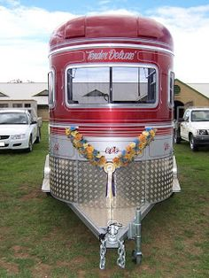 In my search for a new horse trailer, I have found some very interesting specimens out there! I have also found some very strange ads. Dog Trailer, Stock Trailer, Four Horses, Big Horses, Food Trucks, Big Trucks, Horse Transport, Catering Trailer, Horse Trailers For Sale