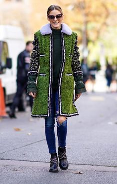 On Olivia Palermo: Moncler sweater and coat; Olivia Palermo Outfit, Estilo Olivia Palermo, Celebrity Dresses, Celebrity Style, Mantel Styling, Capsule Wardrobe, Mantel Outfit, Outfits Tipps, Diy Clothing