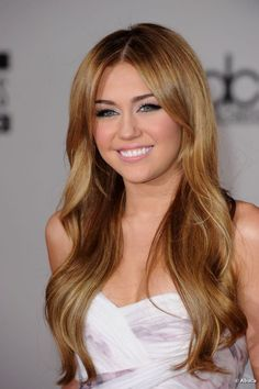 considering a change.. i'm not a miley cyrus fan btw but i'm admiring this hair and color