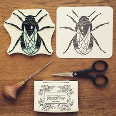 The final bumblebee print made with my handcarved rubberstamp #viktoriaastrom #picoftheday #bumblebee #handmade #carve #craft #print #printing #rubberstamp #stamp #bug #humla