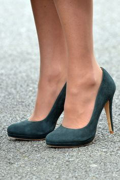 Kate Middleton , Duchess of Cambridge St Patrick's Day Shoes Heels Wedges, Pump Shoes, Shoe Boots, Aldo Shoes, Kate Middleton Legs, Stiletto Heels, High Heels, Sexy Heels, Pantyhosed Legs