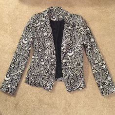 Black/Grey/White Paisley Blazer This classic blazer is in pristine condition! Ready for a new closet! Reasonable offers welcome! 97% Cotton 3% Elastane MNG Collection Jackets & Coats Blazers