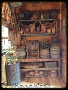 Is it terrible that i want all of it ! Primitive Homes, Primitive Kunst, Primitive Santa, Primitive Kitchen, Primitive Christmas, Country Primitive, Country Christmas, Farmhouse Style Kitchen, Rustic Kitchen