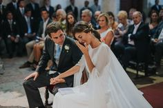 Touching moment from this traditional church wedding in Sintra, Portugal  | Image by Hugo Coelho Fotografia