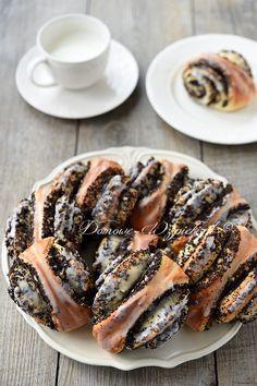 Mohnschnecken - List of the best food recipes Mini Desserts, Chocolate Desserts, Easy Desserts, Donut Recipes, Cake Recipes, Dessert Recipes, Cooking Recipes, Meat Recipes, Dessert Simple