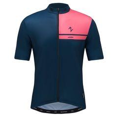 Morvelo Bloc Blue Standard Jersey heren is een lichtgewicht wielershirt van morvelo. Verkrijgbaar bij Wieleroutfits.