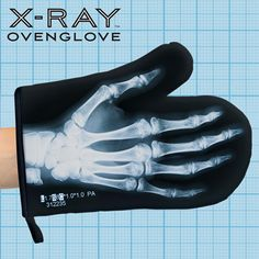 X-Ray Oven Glove Skeleton Funny Funky Novelty Oven Mitts Or Pot Holders Heat Resistant For Cooking In the Kitchen Great Spooky Halloween Gift Idea Weird Gifts, Cool Gifts, Best Gifts, Strange Gifts, Present Finder, Quirky Kitchen, Kitchen Stuff, Crazy Kitchen, Kitchen Gifts