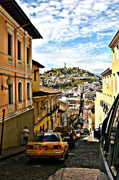 Quito, Ecuador es una ciudad hermosa de habla hispana en Sudamérica.