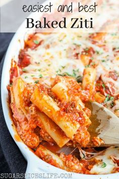 Emily's Baked Ziti. This baked ziti has a sweet, amazing sauce! It doesn't take much time or effort to put it together. And, it'll feed a crowd, which is good, since the taste will bring one! Best Baked Ziti Recipe, Easy Baked Ziti, Freezer Baked Ziti, Baked Ziti Healthy, Slow Cooker Baked Ziti, Diner Recipes, Top Recipes, Cooking Recipes, Recipies