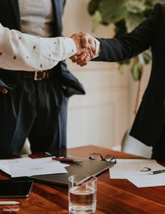 learn how to have A Firm Handshake Hand Photography, Photography Branding, People Photography, Event Photography, Photography Business, Photo Pro, Office People, Business Pictures, Business Portrait