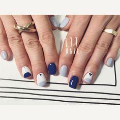 ▽◽▫️◾️◼️◻️ #nail#art#nailart#ネイル#ネイルアート #blue#mode#edge#ショートネイル#シンプルネイル #nailsalon#ネイルサロン#表参道#blue111#edge111#mode111#cool111#シンプル111 (111nail)
