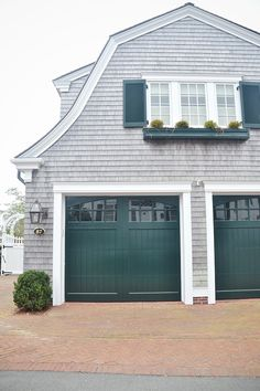 super ideas for exterior house colors green garage House Siding, Garage Door Design, Exterior Colors, Grey Houses, Door Pergola, Green Door, Exterior House Colors, Colonial House, Garage Door Colors