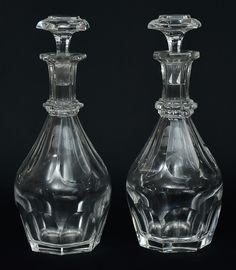 """BACCARAT-FRANCE. Par de elegantes licoreiras em cristal francês com base sextavada, lapidada com facetados. Alt.: 30cm. Gravado """"Baccarat"""" no fundo. Vendido por R$1.250,00. Dez16"""