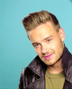 OH MY GOSH HE WINKS AND BITS HIS LIP IN ONE GIF. TOO MUCH. (gif)