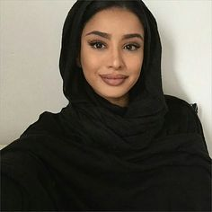 Cause my Love loves this. Beautiful Muslim Women, Beautiful Hijab, Beautiful Eyes, Modest Wear, Modest Outfits, Chic Outfits, Niqab, Abaya Fashion, Modest Fashion