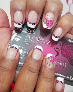 ♣♣ flores... Feliz noche ♥♥♥ Diferentes y Exclusivos diseños todos los días en De Pies a Cabeza... No has venido??? que esperas!!! Nuestra dirección: Manzana G Casa 88 Santa Mónica - Pasto - Colombia Citas cel: 3165056046 whatsapp 3017883119 #uñas #uñasmodernas #uñasdecoradas #moda #manicure #animalprint #flores #nails #unhas 💅💅