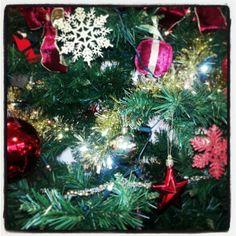 Christmas Season ! Offices, Christmas Bulbs, Shapes, Seasons, Holiday Decor, Home Decor, Decoration Home, Christmas Light Bulbs, Room Decor