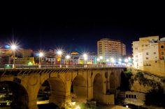 Noche sobre el puente de la carretera de Villajoyosa. Descubre más rincones encantados   aqui  http://benidormers.blogspot.com.es/2014/02/villajoyosa-historia-y-mar.html