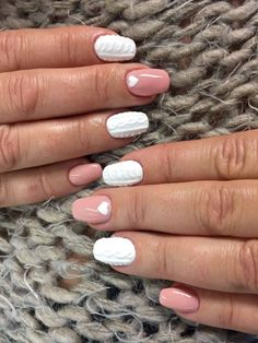 Chic Nude Gel Polish & Sugar Effect by Monika Cis Indigo Young Team #Nail #Nailsart #indigo #white #knitted #pastel #white #jumper #pastel #winter