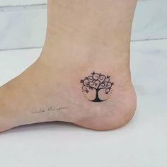 Resultado de imagen para tatuajes de arboles para mujeres pequeños