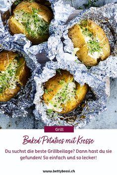 Die beliebteste und einfachste Grillbeilage die es gibt! Die Baked Potatoes sind so Grillbeilagen Evergreens! es geht immer und es schmeckt wirklich allen, da man es toppen und würzen kann, wie man es möchte! Partys, Tricks, Food And Drink, Vegan Treats, Vegetarian Recipes, Barbecue Recipes, Cress, Light Recipes, Crickets