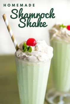 This homemade shamrock shake recipe is the perfect way to satisfy your craving at home without those nasty food dyes! Protein Shake Recipes, Milkshake Recipes, Smoothie Recipes, Fruit Smoothies, Healthy Smoothies, Blender Bottle Recipes, Weight Watcher Smoothies, Healthy Snacks For Kids, Healthy Breakfasts
