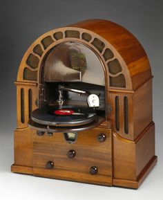 Micro Perophone radiogramophone, restored receiver with 10 inch 78 rpm turntable mounted vertically where speaker would normally be; hinges down for use. Basically a Regentone radio with Simpson's direct-drive synchronous turntable added.