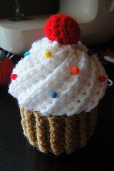 Woolly happiness for Monday morning comes to you in the form of crochet cupcakes, the only cake you can enjoy guilt free is a cake made of yarn, keep your weeke Crochet Cake, Crochet Amigurumi, Crochet Food, Cute Crochet, Crochet For Kids, Amigurumi Patterns, Crochet Crafts, Crochet Dolls, Crochet Projects
