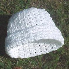 Crochet Baby Hats Addison Hat -- A free crochet pattern, v-stitch and shell stitch, adult woman size Crochet Adult Hat, Crochet Patron, Crochet Cap, Crochet Baby Hats, Crochet Beanie, Crochet Scarves, Crochet Clothes, Easy Crochet, Crochet Stitches