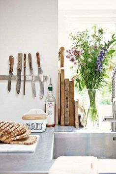 Mooie keuken accessoires Kitchen Interior, Kitchen Decor, Kitchen Design, Kitchen Ideas, Kitchen Sink, Kitchen Stuff, Kitchen Knives, Kitchen Dinning, Kitchen Corner