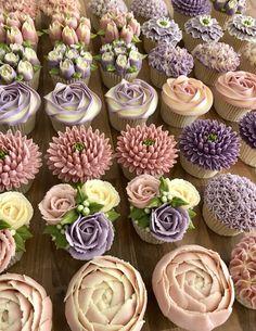 Cupcake Courses and Tutorials Elegant Cupcakes, Floral Cupcakes, Beautiful Cupcakes, Bridal Cupcakes, Buttercream Cupcakes, Yummy Cupcakes, Mocha Cupcakes, Gourmet Cupcakes, Strawberry Cupcakes
