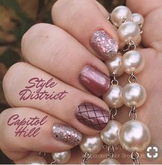 Color Street Capitol Hill and Style District pair Purrfectly for this mixed manicure! Mauve Nails, Pink Nails, Pink Pedicure, Simple Nail Art Designs, Beautiful Nail Designs, Nagel Hacks, Disney Nails, Color Street Nails, Nail Tips