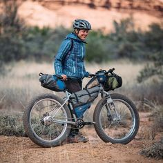 Sniped a bike portrait of VA and her @porcelainrocket equipped Pugs from @offroute.ca on the White Rim