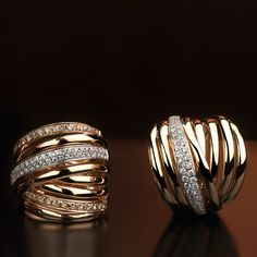 Pink gold ring with brown and white diamonds (center) Pink gold ring with diamonds Soft weavings are born from a golden polished wire. They are enhanced by the light and charm of diamonds.