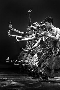 In a row - Photography by Visithra - http://v-eyez.blogspot.com - V-Eyez Imagery on Facebook  http://www.facebook.com/veyezimagery   #dance #dancer #indian #bharatanatyam