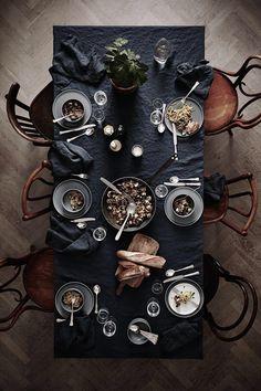 black tablecloth/napkins