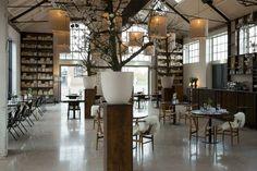 Industrieel rijksmonument omgetoverd tot lunchcafé | Woonguide.nl #explore #industrial #interior
