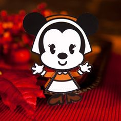 Minnie Mouse Pilgrim Cutie  Let the kids assemble this adorable Minnie Pilgrim Cutie and then display it proudly on the Thanksgiving table.