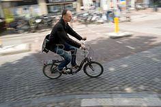 Google Afbeeldingen resultaat voor http://cdn.c.photoshelter.com/img-get/I0000O4roZPaR2u8/s/860/bdm-20120610-0088-fietser-fietsen-vouwfiets-cycling-bike-folding.jpg