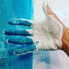 До сегодняшнего вечера я не знала что есть несколько способов потрогать Океан.) Доброй ночи! #17komnat #art #artkonovskova #art #artist #painting #живопись #коновалова #прткосновение # синее #белое