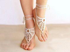 Sandalias descalzas o barefoot sandals de color crema