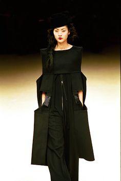 Yohji Yamamoto - Ready-to-Wear -Runway Collection - Women Fall / Winter 1999