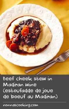 Beef cheek stew in Madiran wine (estoufadde de joue de boeuf au Madiran) Tasty Beef Stew Recipe, Mash Recipe, Potato Recipes, Beef Recipes, Smashed Potatoes Recipe, Beef Cheeks, Beef Broth, Bacon, Pork