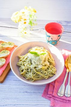 Creamy Lemon Basil Spaghetti Quick Spaghetti Sauce, Quick Pasta Sauce, Vegan Pasta Sauce, Creamy Spaghetti, Creamy Pasta, Spaghetti Recipes, Pasta With Lemon Sauce, Lemon Pasta, Vegan Supermarket